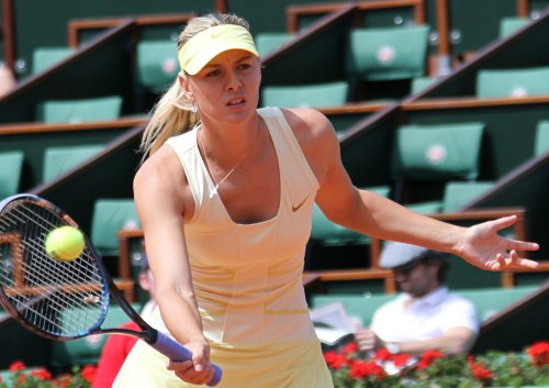 Li, Sharapova complete French Open semis