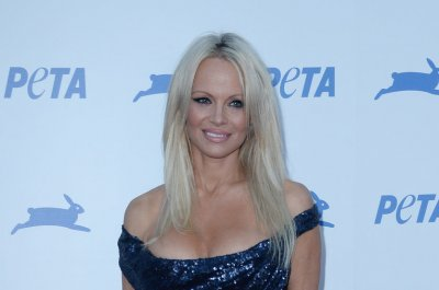 Vegan celebs turn up for Peta's 35th anniversary party