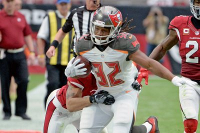 Fantasy Football: Tampa Bay Buccaneers lose RB Jacquizz Rodgers to sprained foot