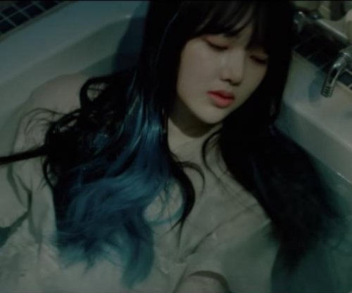 GFriend teases 'Crossroads' music video
