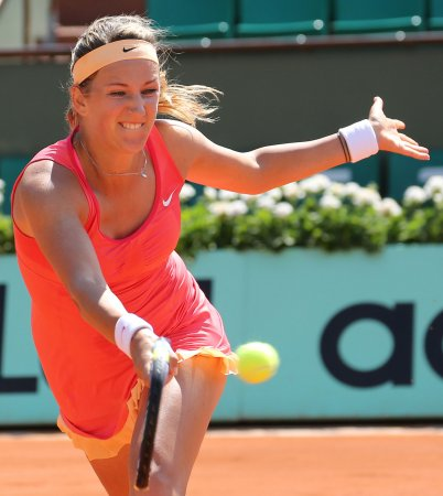 Azarenka, Sharapova advance in Paris