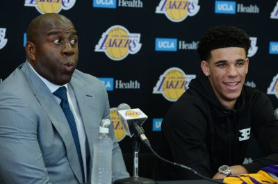 Lonzo Ball erupts for Los Angeles Lakers in NBA Summer League, LeBron James watches
