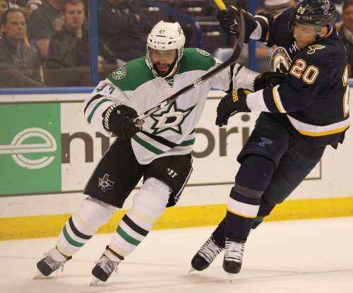 NHL: Ottawa Senators sign former Chicago Blackhawks defenseman Johnny Oduya