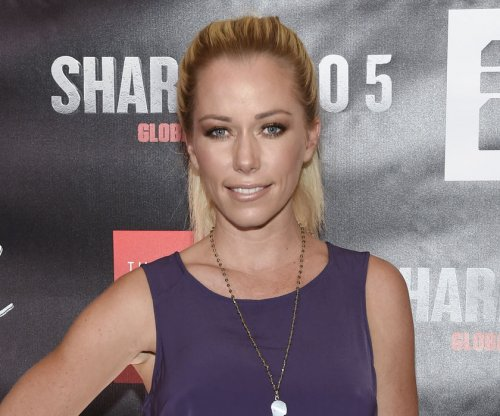 Kendra Wilkinson spends day with daughter amid split reports