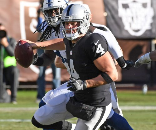 Oakland Raiders QB Derek Carr sustains broken fibula, out indefinitely