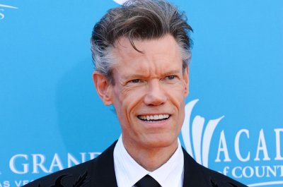 Randy Travis honored during all-star tribute show