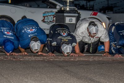 2017 Brickyard 400: Even after kissing bricks, rocky road awaits Kasey Kahne