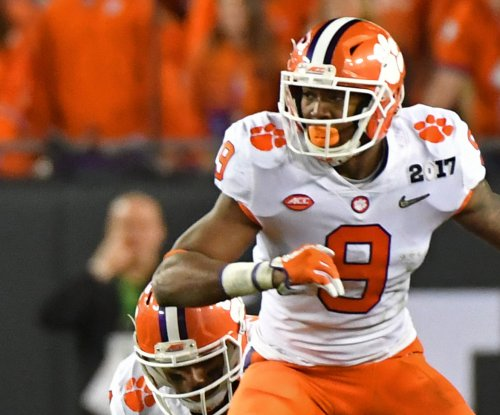 Top 25 roundup: Clemson romps, USC escapes upset bid