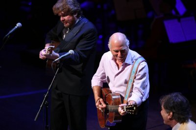 Jimmy Buffett brings the party back home