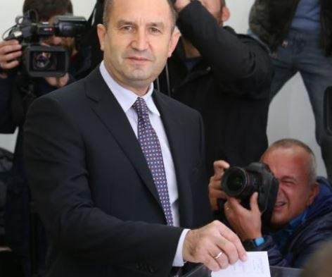 Pro-Russia candidate wins Bulgaria's presidential election