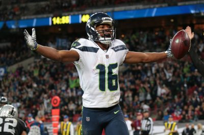 Seattle Seahawks defeat Oakland Raiders in London