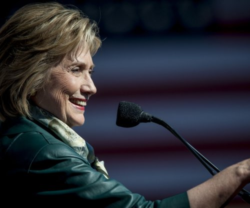 Poll: Clinton leads among Latino voters
