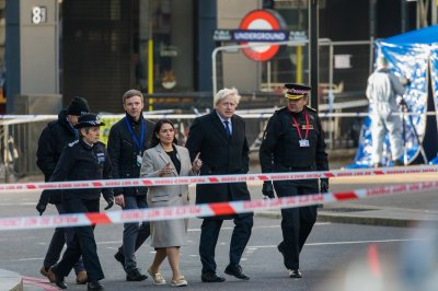 警方ID伦敦桥刺向犯罪嫌疑人,他联系到2012年的恐怖袭击