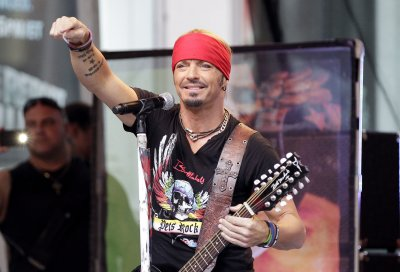 Bret Michaels plays benefit for tornado-hit Nebraska