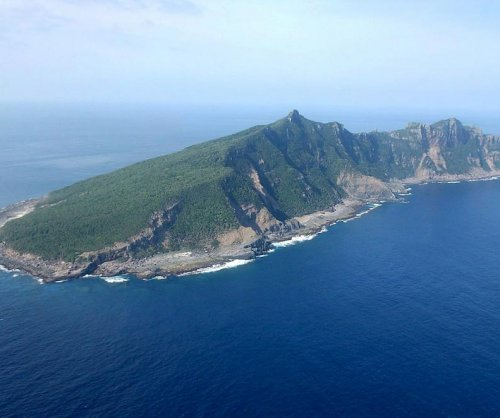 Chinese coast guard vessels sail near Senkaku Islands