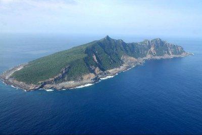 Chinese coast guard vessels sail near Senkaku Islands