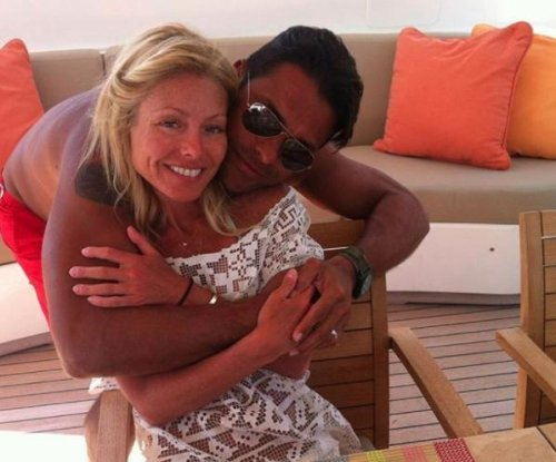 Kelly Ripa, Mark Consuelos celebrate 21st wedding anniversary