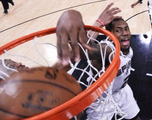 Gregg Popovich: Kawhi Leonard 'likely out' for San Antonio Spurs in Game 4