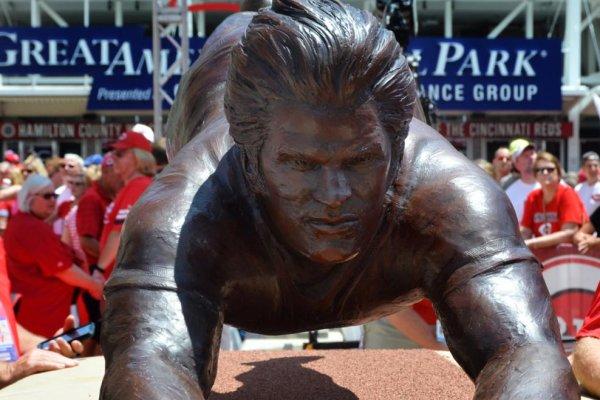 Charlie Hustle: Pete Rose gets statue from Cincinnati Reds ...