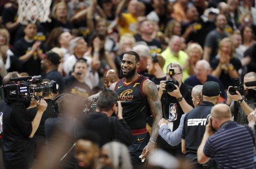 Relive LeBron James' buzzer-beating floater vs. Raptors