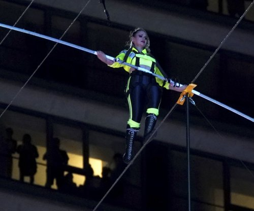 Wallenda siblings cross high wire 25 stories over Times Square