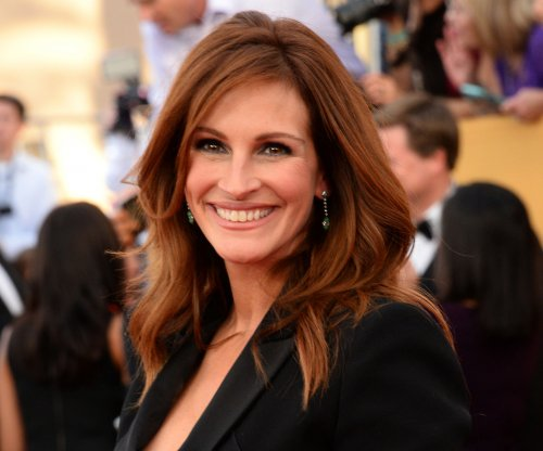 Julia Roberts, Ben Affleck, cast of 'Love Actually' celebrate Red Nose Day