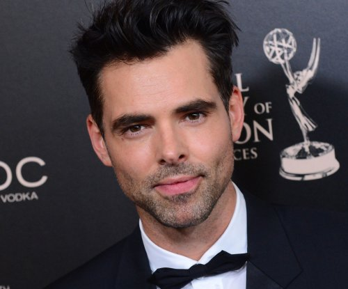 'Y&R,' 'GH' star Jason Thompson shares first photo of newborn daughter