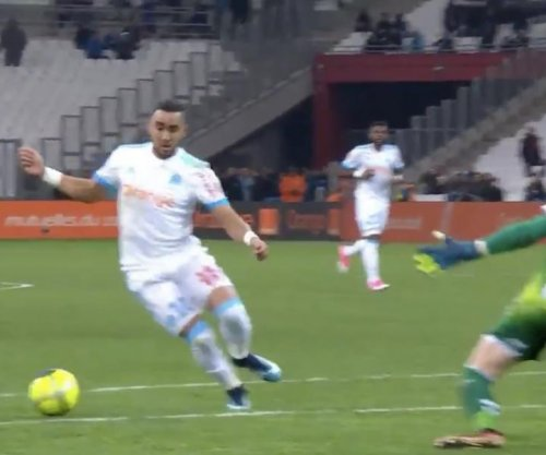 Marseille's Payet sends keeper to stretcher with fake-out goal