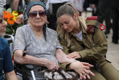 Israel mourns WWII dead on Holocaust Remembrance Day