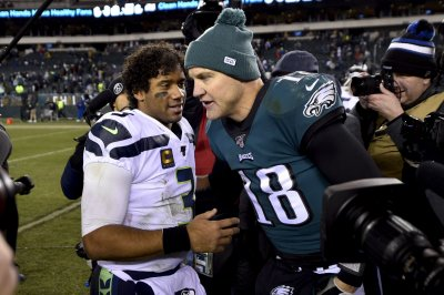 Eagles QB Josh McCown has tearful goodbye after loss to Seahawks