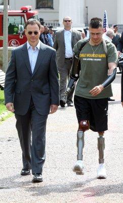 Gary Sinise treats wounded veterans to Disneyland