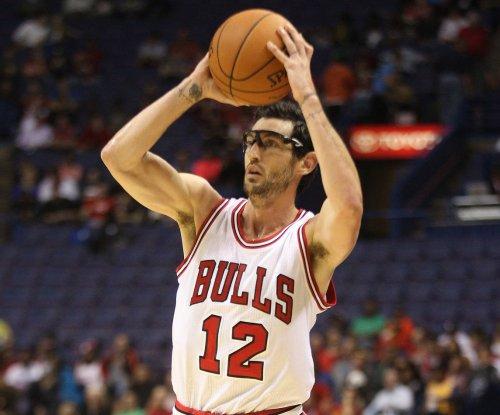 Chicago Bulls send PG Kirk Hinrich to Atlanta Hawks