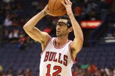 Chicago Bulls send PG Kirk Hinrich to Atlanta Hawks