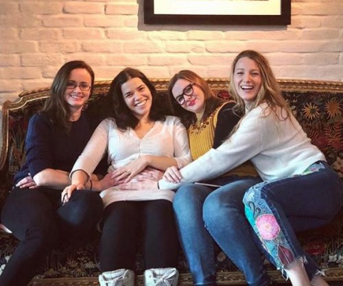 America Ferrera reunites with 'Sisterhood' cast amid pregnancy