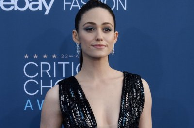 Emmy Rossum announces exit from 'Shameless'