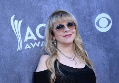 Stevie Nicks releases new ballad 'Lady'