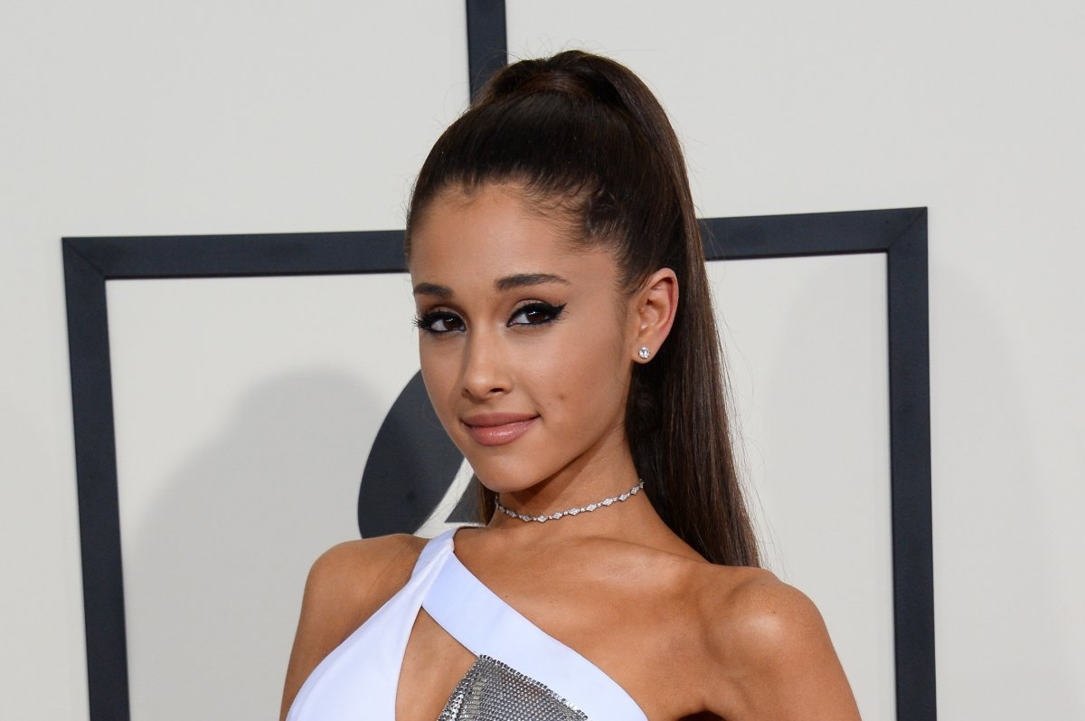 ariana grande calls out sexism double standards for women in ariana grande calls out sexism double standards for women in feminist twitter essay com