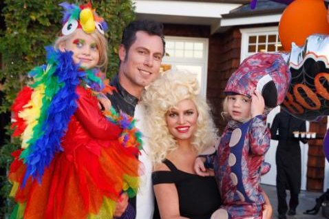 jessica simpson shows off familys halloween costumes upicom - Simpson Halloween Costume