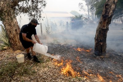 Death toll rises to at least 9 as Australian wildfires rage across three states