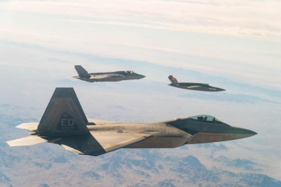 Marine Corps, Air Force test data sharing on F-22, F-35