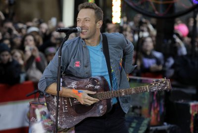 Chris Martin rumored to have cheated on Gwyneth Paltrow with 'SNL' assistant