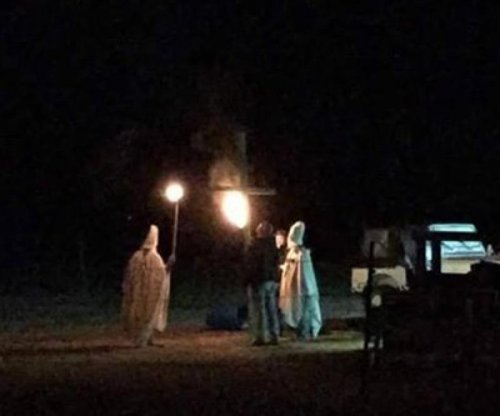 Mayor apologizes for husband's KKK Halloween costume