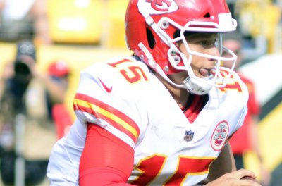 Mahomes works magic again as Chiefs edge Broncos