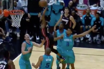 Heat's Derrick Jones Jr. throws down huge dunk on Hornets