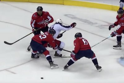 Blue Jackets' Nick Foligno delivers blind between the legs assist