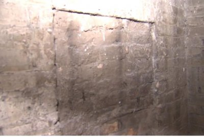 Owner finds hidden vault in basement of Chicago restaurant