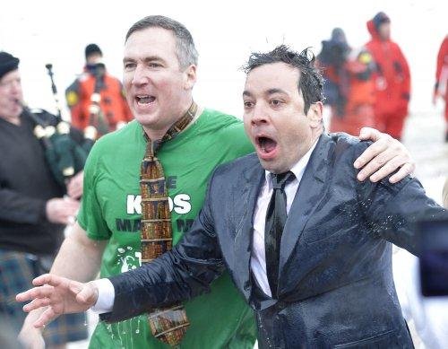 Jimmy Fallon, Mayor Emanuel take polar plunge