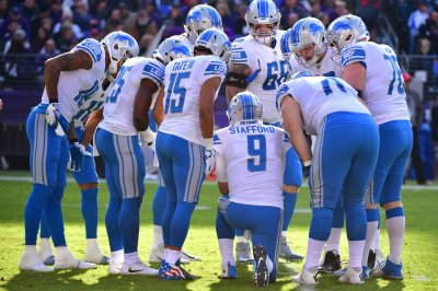Detroit Lions top Chicago Bears to keep playoff hopes alive