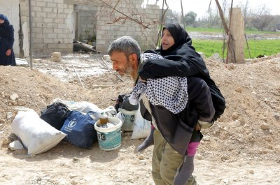Syria: 40 civilians killed in airstrikes as thousands flee Eastern Ghouta