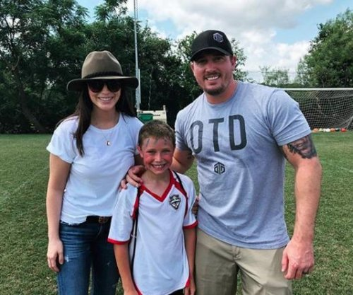 Bristol Palin shows off flowers from Dakota Meyer after split